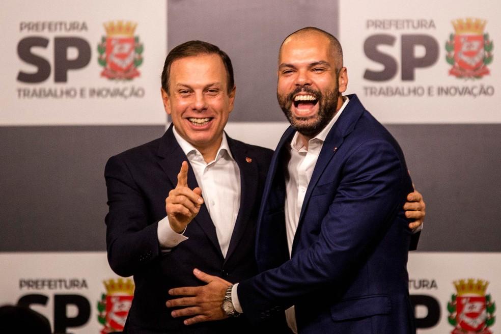 Covas ao lado do então prefeito de São Paulo, João Doria (PSDB), em entrevista à imprensa em novembro de 2017. — Foto: Suamy Beydoun/Agif/Estadão Conteúdo