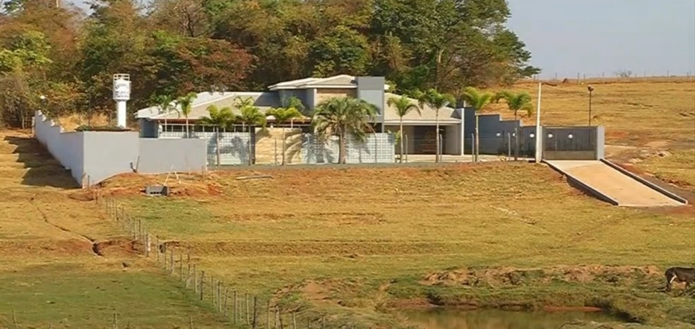 Casal tem imóvel em área rural de Jales avaliado em R$ 1,5 milhão, segundo a PF (Foto: Reprodução/TV TEM)