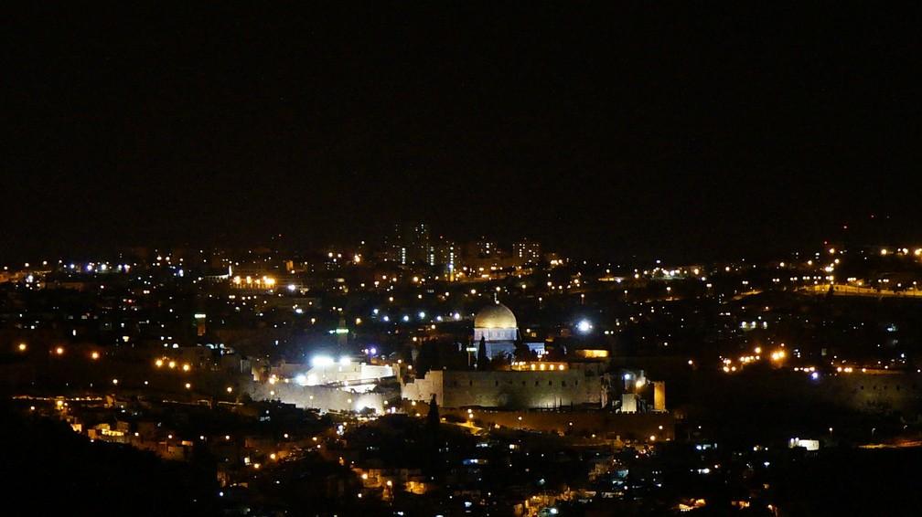 Comparada com muitos locais de Tel Aviv, polo comercial mais afluente e descontraído, a vida noturna de Jerusalém é tímida — Foto: Pixabay