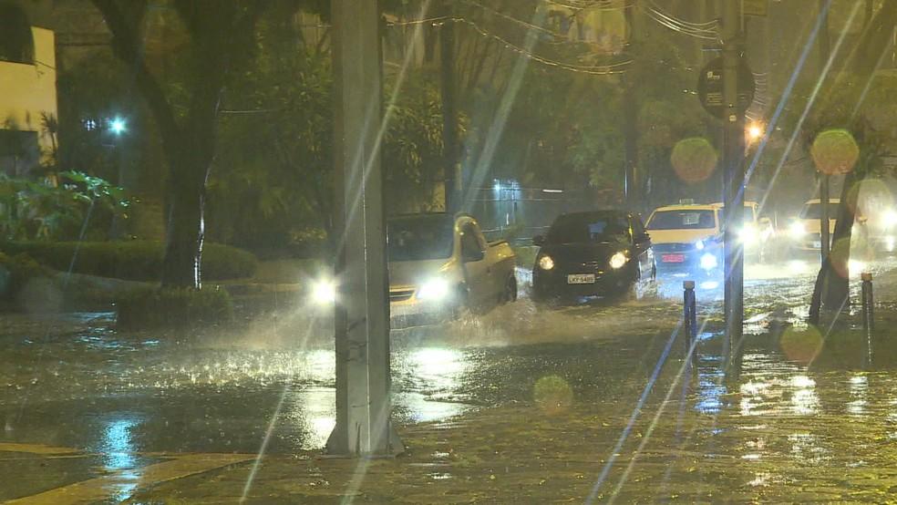 Chuva causou alagamentos em vários pontos da Zona Sul do Rio — Foto: Reprodução/ TV Globo