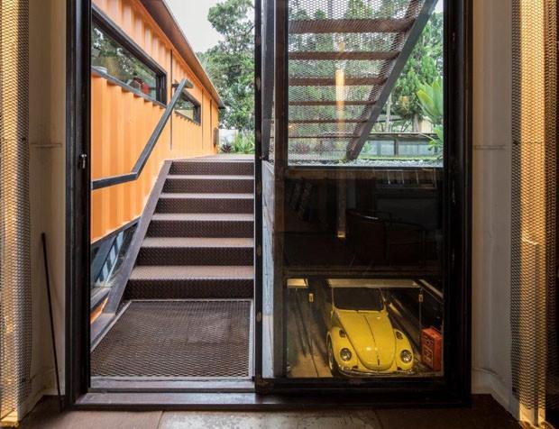 Casa de colecionador de carros é feita de contêineres (Foto: Maíra Acayaba )