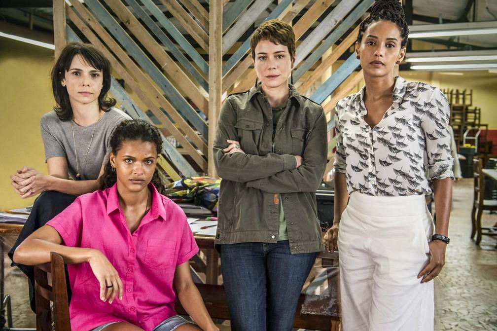 A advogada Verônica (Taís Araújo), a jornalista Natalie (Débora Falabella), a ativista Luiza (Leandra Leal) e a estagiária Clara (Thainá Duarte) fazem parte da ONG Aruana — Foto: Fábio Rocha/Globo