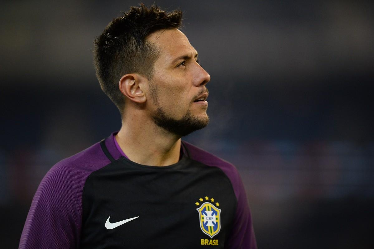 279061a88bde5 Valencia aceita oferta e anuncia Diego Alves no Fla. Goleiro assinará após  exames