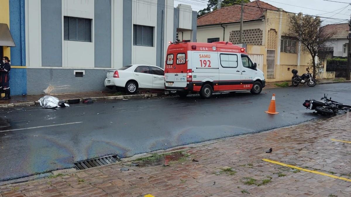 Motociclista morre acidente com carro no Centro de Araraquara
