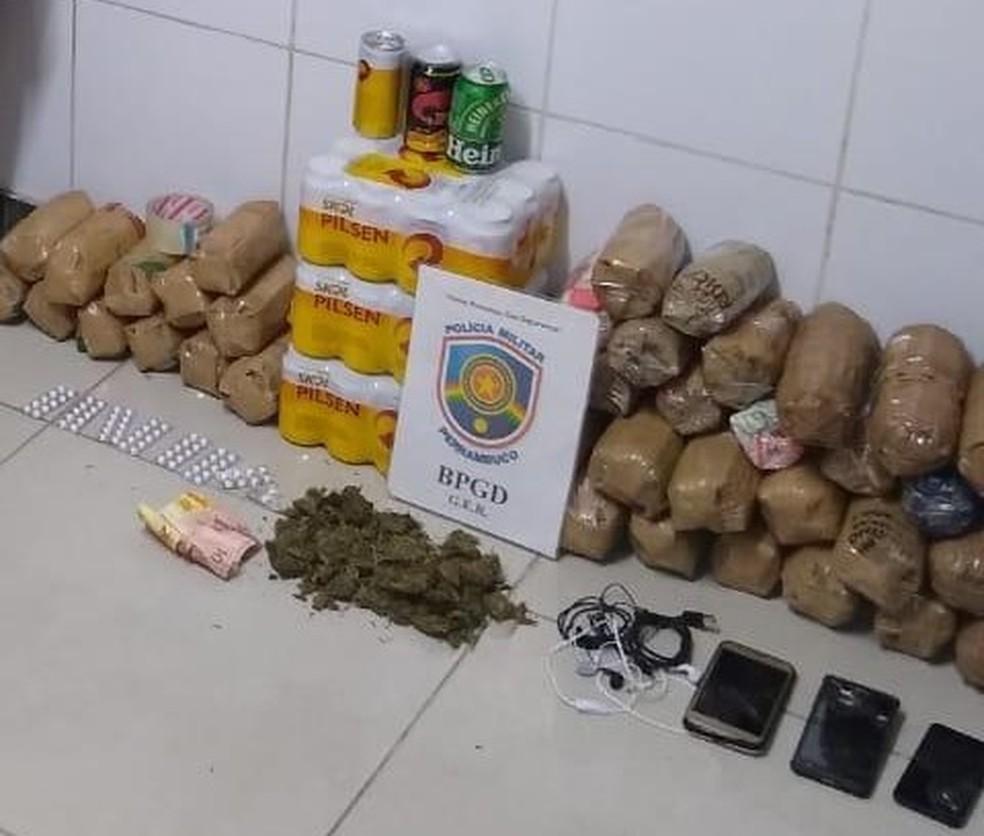 Drogas e bebidas alcóolicas foram apreendidas — Foto: Secretaria de Justiça/Divulgação