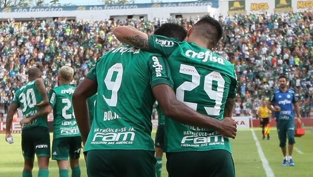 Jogadores do Palmeiras com camisa do clube (Foto: Cesar Greco/Ag Palmeiras/Divulgação)