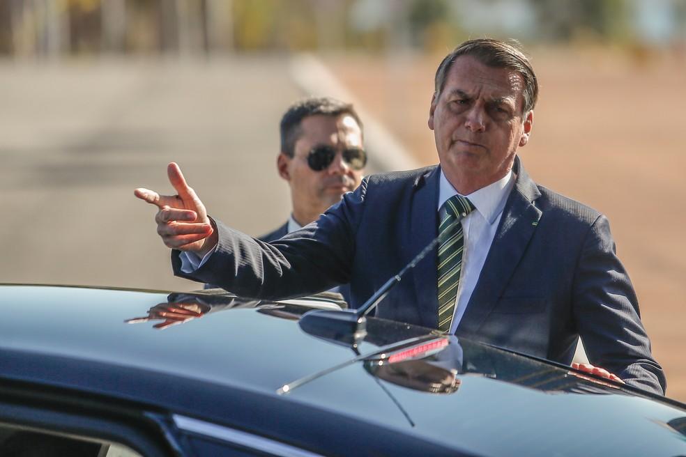 O presidente da República, Jair Bolsonaro (PSL-RJ), fala à imprensa no Palácio da Alvorada, em Brasília, nesta terça-feira (30). — Foto: GABRIELA BILó/ESTADÃO CONTEÚDO