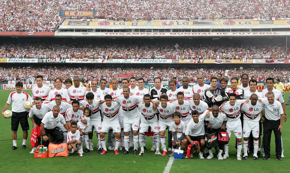 O São Paulo de 2007 teve a melhor defesa da história: 19 gols sofridos. Marca que o Flamengo não alcançará — Foto: PAULO PINTO / ESTADÃO CONTEÚDO