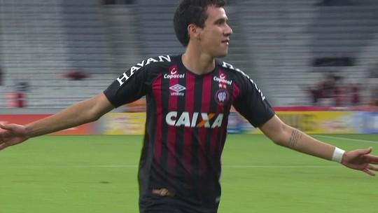 """Em fase """"iluminada"""", Pablo faz terceiro gol seguido como titular no Atlético-PR"""