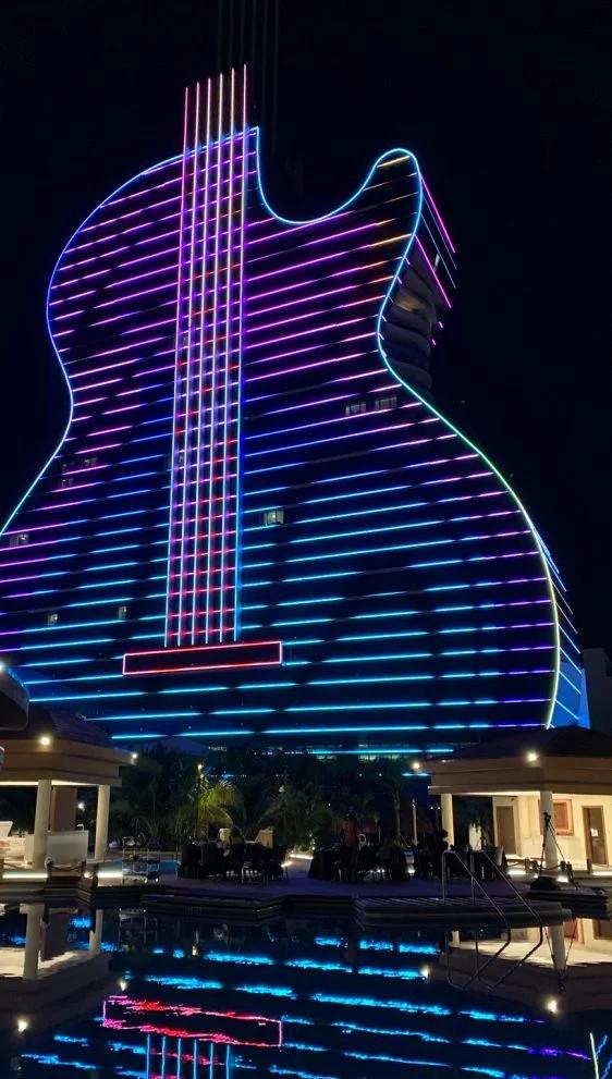 Primeiro hotel em forma de guitarra do mundo é inaugurado em Hollywood (Foto: Divulgação)