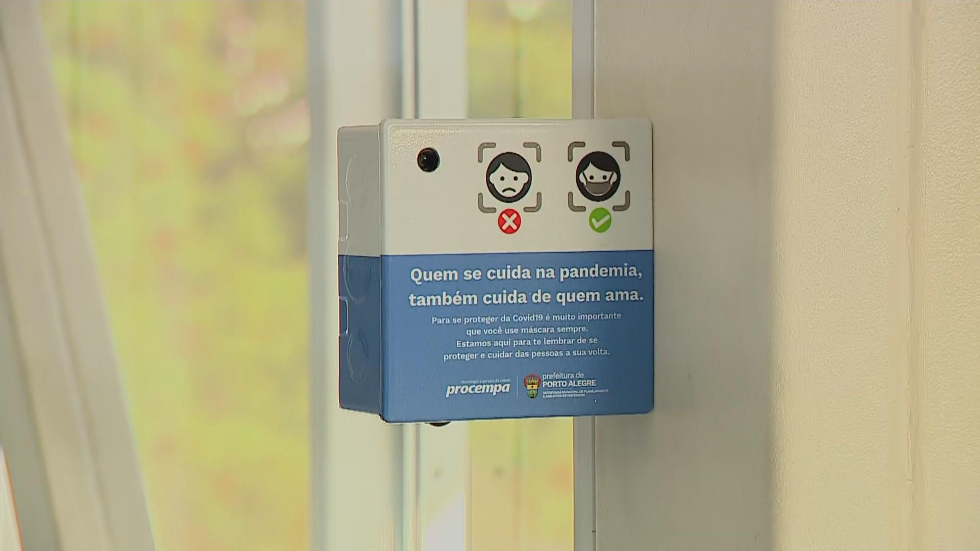 Dispositivo para detectar pessoas sem máscara é testado em escola de Porto Alegre