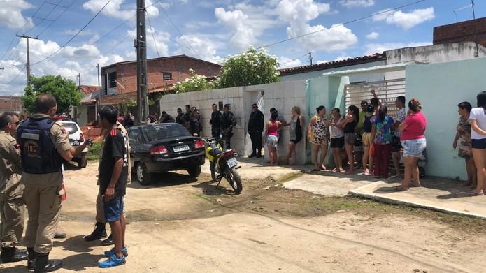 Idosa é morta a facadas dentro de casa, em Campina Grande — Foto: Artur Lira/TV Paraíba