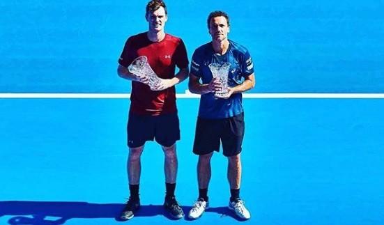 Murray, à esquerda, e Soares com os novos troféus