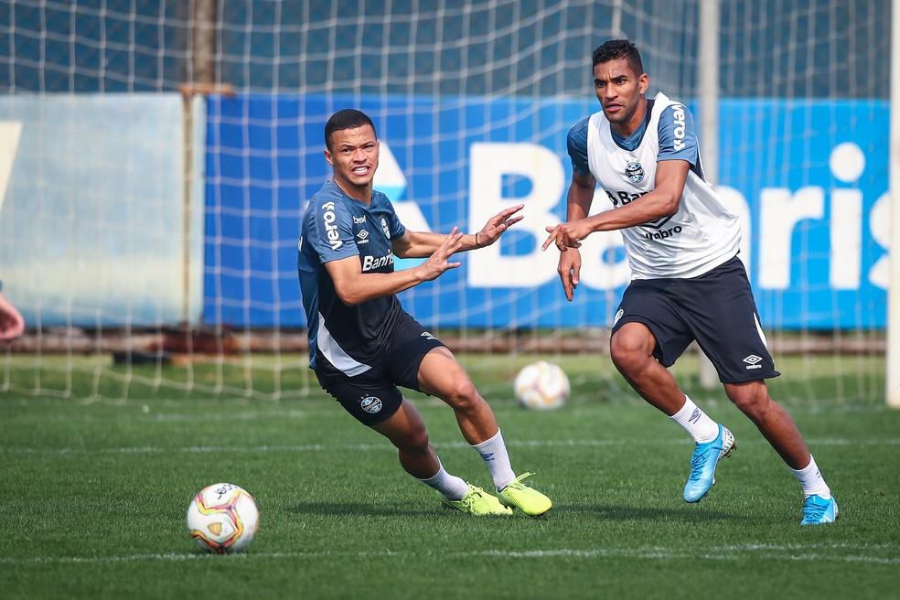 Isaque é cotado para seguir na vaga de Diego Souza — Foto: Lucas Uebel/Divulgação Grêmio