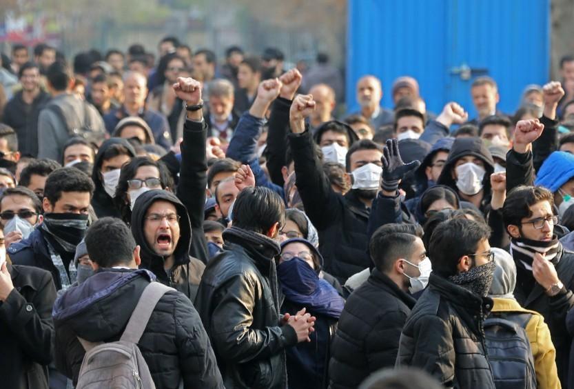 Estudantes iranianos protestam contra abate