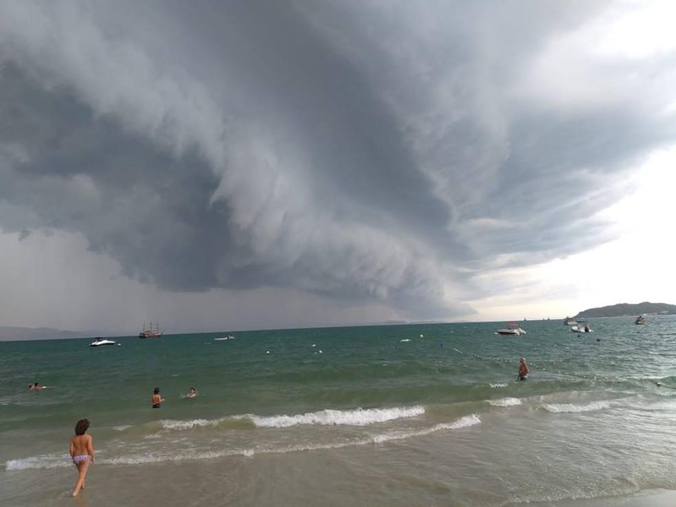 Nuvem foi flagrada na Praia da Cachoeira do Bom Jesus, no Norte da Ilha — Foto: João Cavallazzi/ Arquivo pessoal