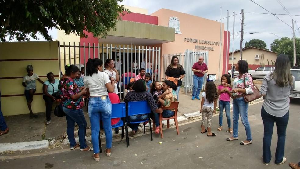 O velório é realizado desde a madrugada deste domingo (16) na Câmara Municipal de Vereadores de Nossa Senhora do Livramento — Foto: Marcelo Souza/TV Centro AMérica