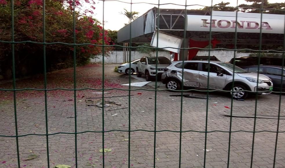Criminosos atacam concessionária de veículos na Avenida Washington Soares em Fortaleza. â?? Foto: Rafaela Duarte/TV Diário