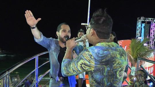 Pablo aproveita sucesso do arrocha com direito ao sertanejo Luciano em parceria no trio