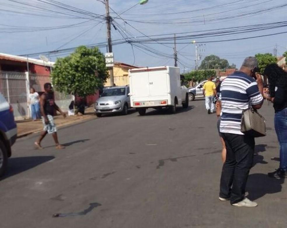 Mulher e filha foram encontradas mortas na manhã desta terça-feira (22) no Bairro CPA 2, em Cuiabá (Foto: Polícia Militar de Mato Grosso)