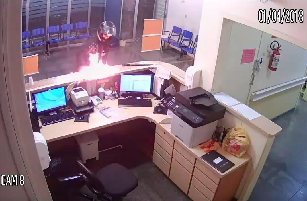 Homem que colocou fogo em recepção de hospital é condenado em Lajeado