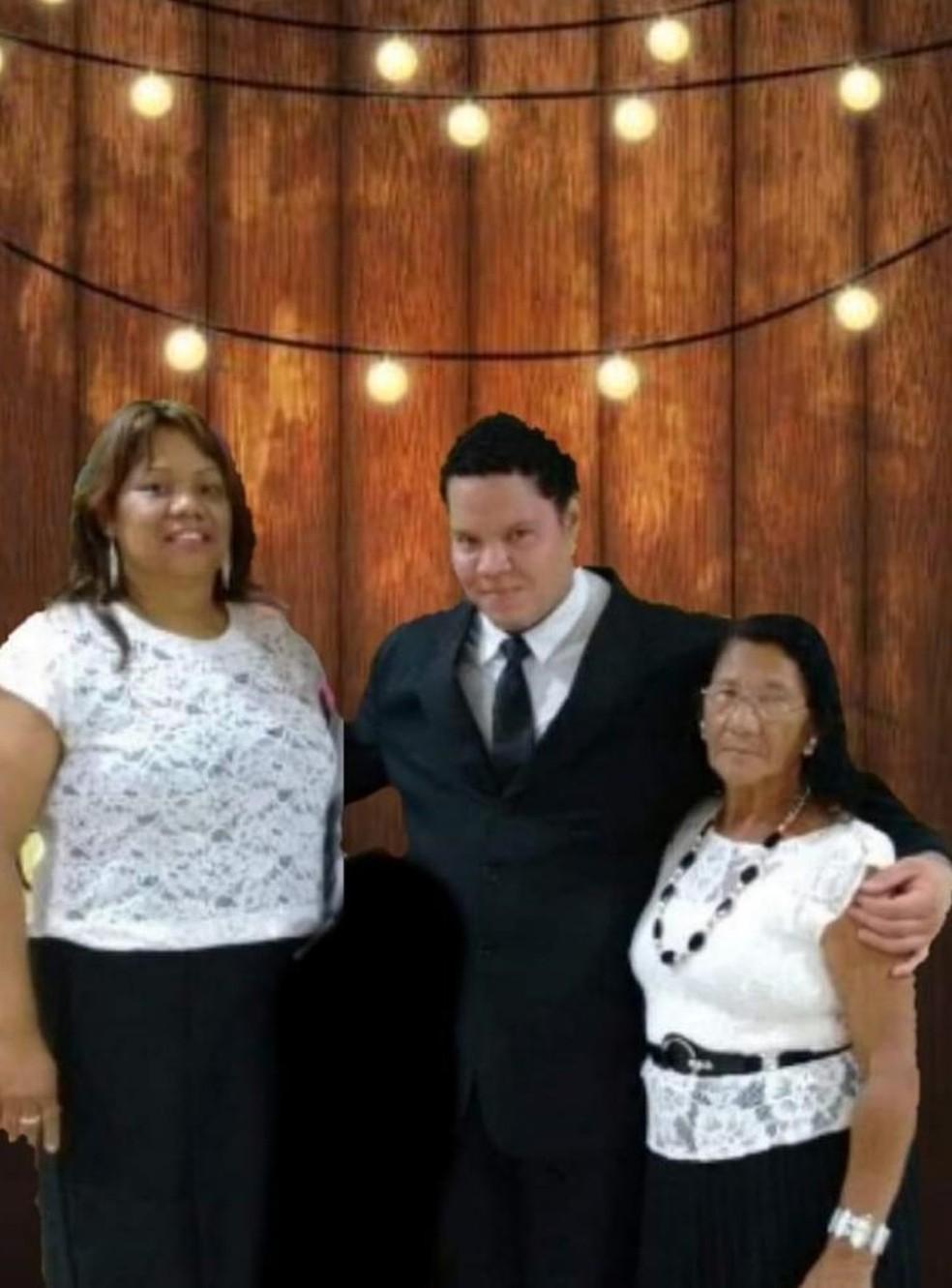 Mãe, irmão e avó de Marina não resistiram às complicações da Covid-19  — Foto: Reprodução/Facebook