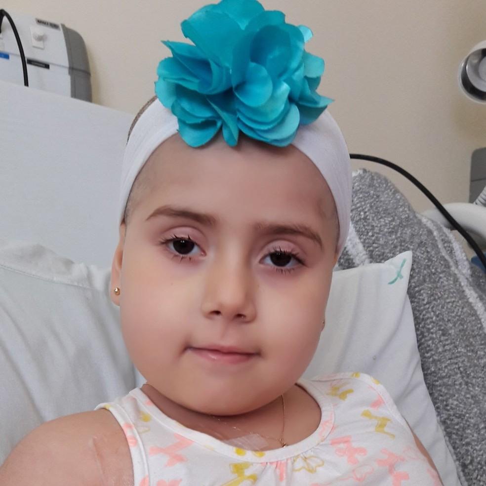 Júlia Abrame precisa fazer transplante de medula óssea (Foto: Arquivo Pessoal/Adriana Abrame)