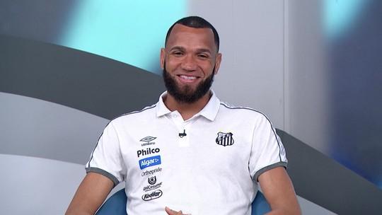 Éverson fala sobre titularidade no Santos e da habilidade com os pés