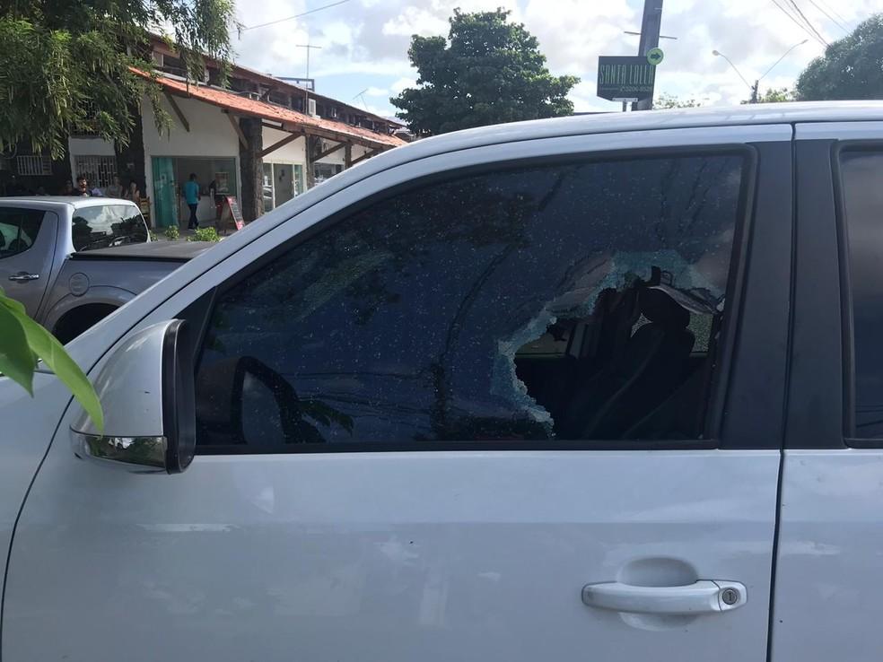 Homem foi atingido enquanto dirigia o próprio carro na Zona Sul de Natal Vitor Martins Lima capim macio CCAB Sul Natal — Foto: Kleber Teixeira/Inter TV Cabugi