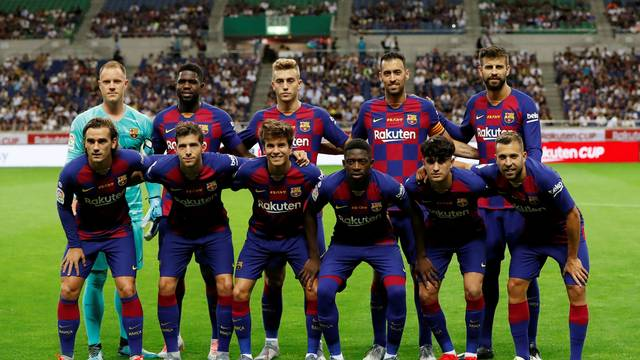 Time do Barcelona posa para foto antes do amistoso com o Chelsea