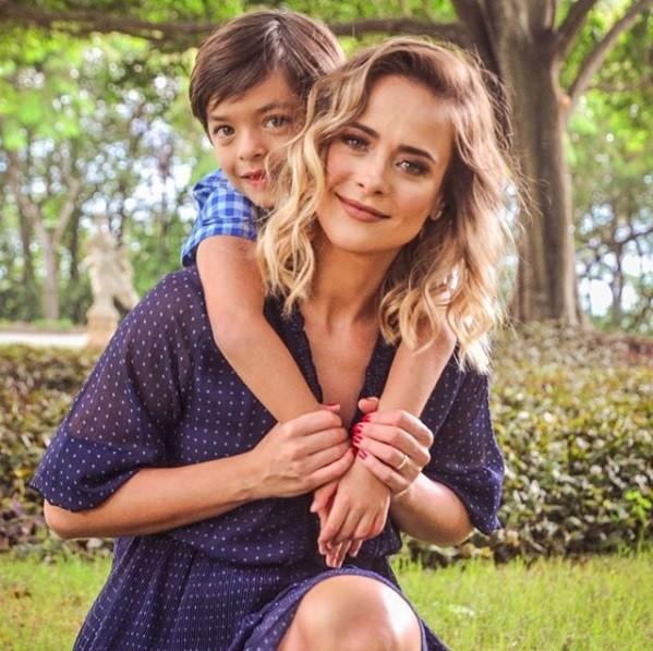 Juliana Silveira e o filho, Bento (Foto: Reprodução / Instagram)