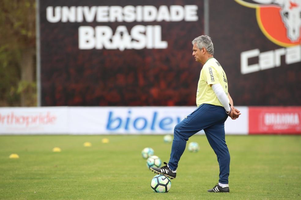Reinaldo Rueda é esperado no Ninho do Urubu na próxima segunda-feira (Foto: Gilvan de Souza/Flamengo)