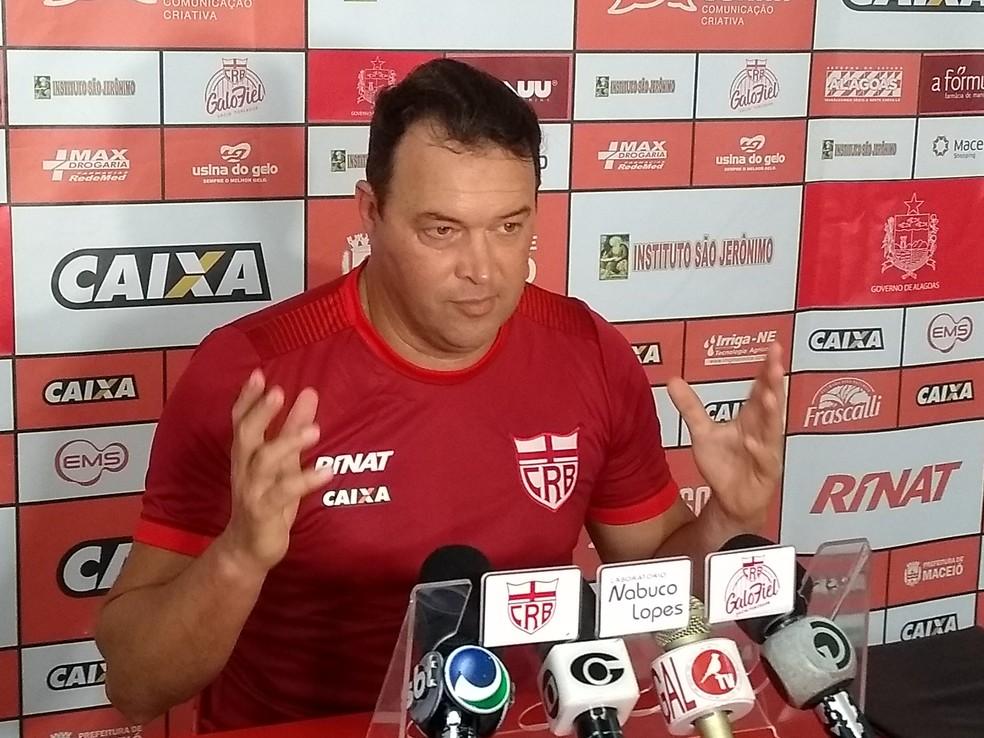 Roberto Fernandes, técnico do CRB — Foto: Denison Roma - GloboEsporte.com
