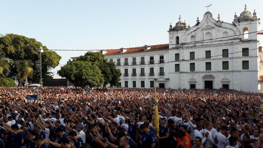 Círio 2019 - Fiéis lotaram a frente da Igreja da Sé — Foto: Caio Maia/G1 PA
