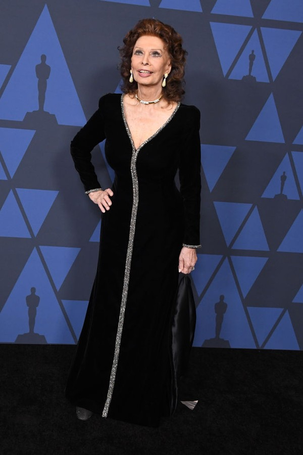 HOLLYWOOD, CALIFORNIA - OCTOBER 27: Sophia Loren arrives at the Academy Of Motion Picture Arts And Sciences' 11th Annual Governors Awards at The Ray Dolby Ballroom at Hollywood & Highland Center on October 27, 2019 in Hollywood, California. (Photo by Ste (Foto: WireImage)
