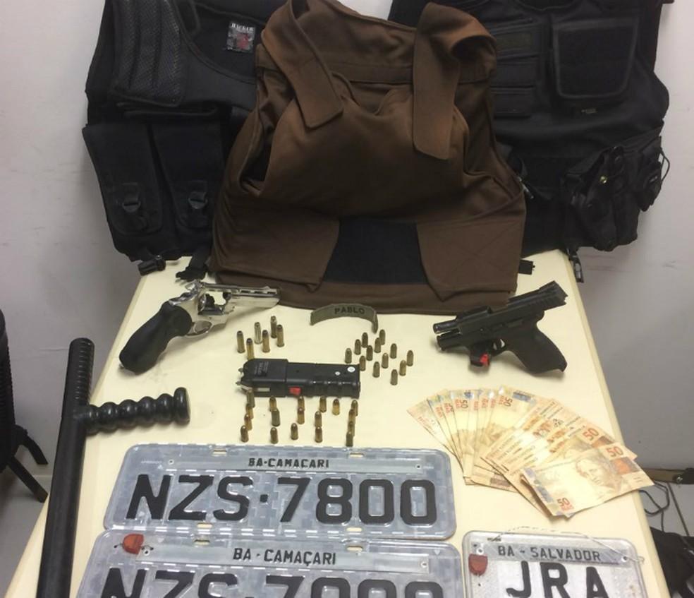 Material apreendido com os suspeitos (Foto: Divulgação/SSP)