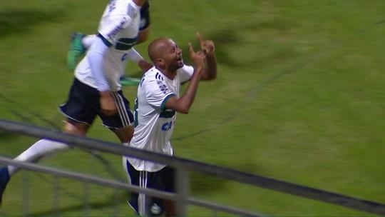 """Tcheco diz que entrega Coritiba """"mais leve"""" a Baptista após primeira vitória na Série B"""