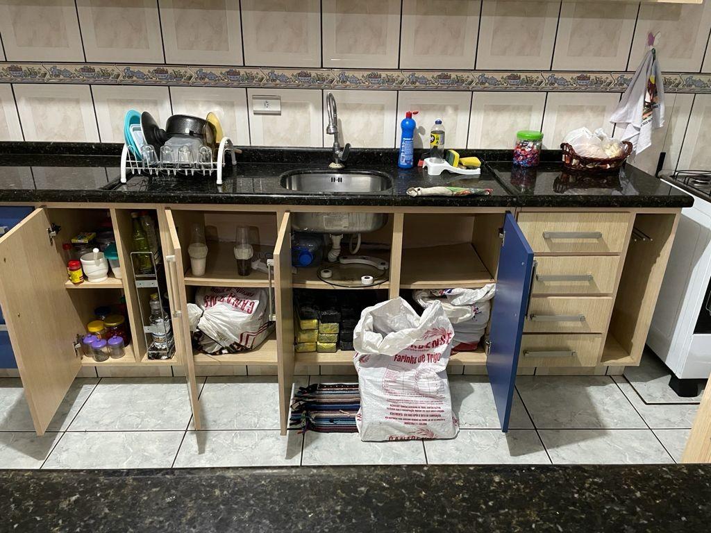 Maconha é encontrada em pia de cozinha; polícia apreende mais de meia tonelada da droga, no Paraná