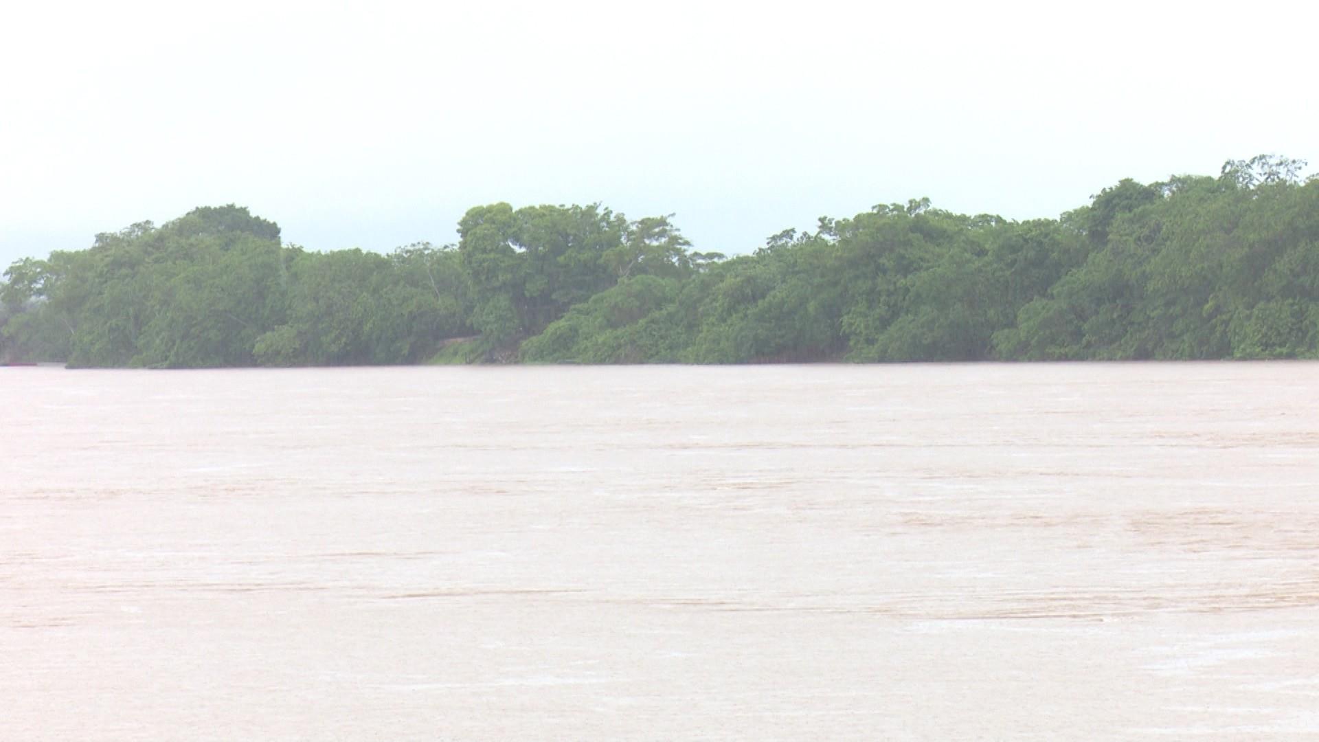 Cheia do Machado atinge 4 bairros de Ji-Paraná, RO; rio segue em cota de alerta