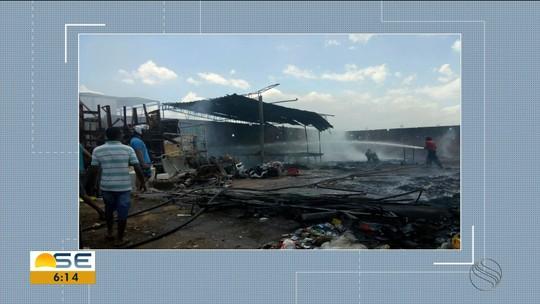 Fábrica de reciclagem pega fogo em Propriá