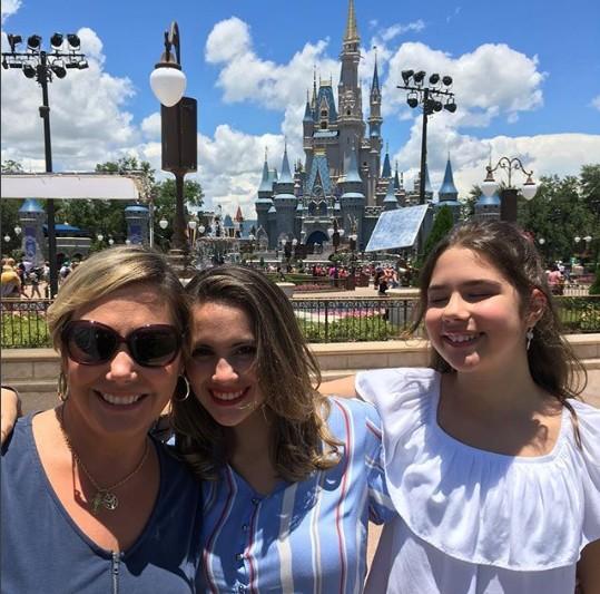 Heloisa com as filhas Luísa e Antonia (Foto: Reprodução Instagram)