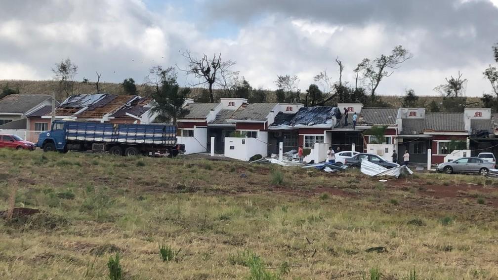 Campos Novos (SC) após tornado atingir casas  — Foto: Ascom Campos Novos/Divulgação