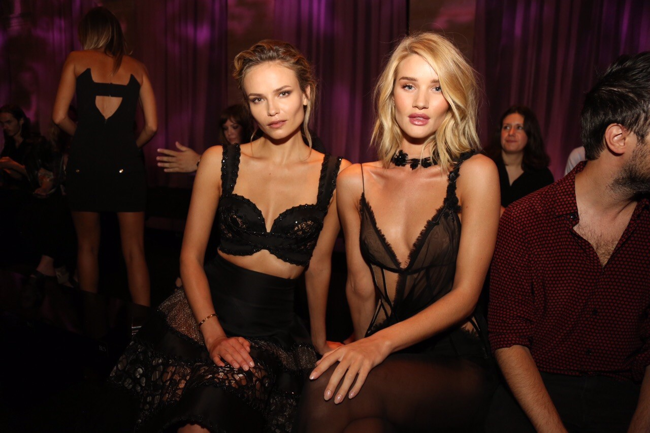 Natasha Poly e Rosie Huntington-Whiteley (Foto: Fashion To Max)