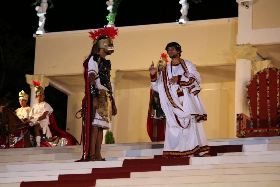 O ator Felipe Simas interpretou o governador Pôncio Pilatos na Paixão de Cristo de Floriano, no Sul do Piauí. (Foto: Lucas Marreiros/ G1 PI)