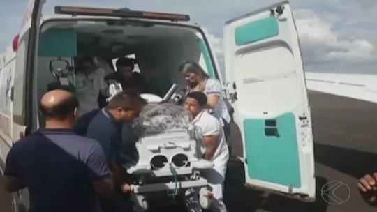 Bebê que nasceu com má formação rara em ambulância ainda respira com ajuda de aparelhos em MG