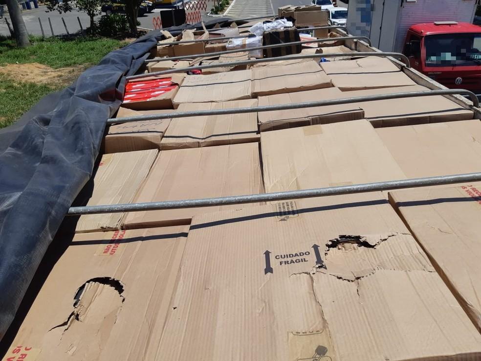 3ab250ab5 ... Mercadoria apreendida pela PRF em Garanhuns — Foto: PRF/Divulgação