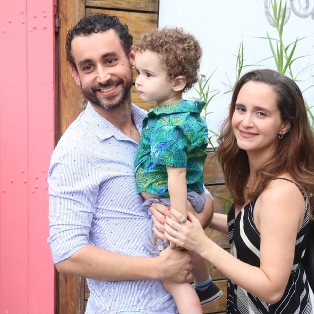 Paulo Verlings e Carolina Pismel com o filho, Tomé (Foto: AgNews / Daniel Pinheiro)
