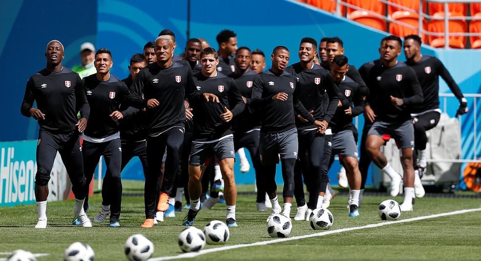 Treino seleção do Peru (Foto: Reuters)