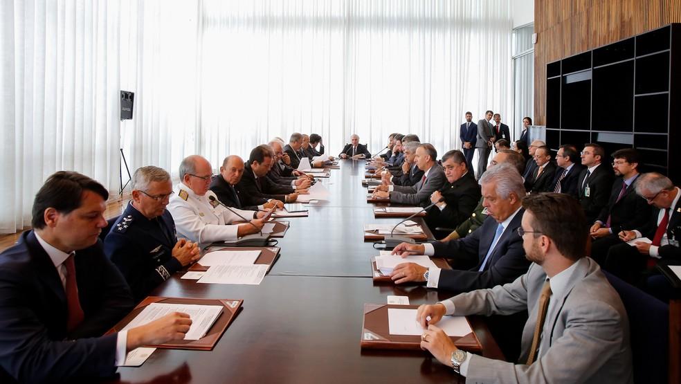Temer comandou reunião com os conselhos para debater a intervenção na segurança do Rio  (Foto: Marcos Corrêa/PR)