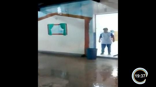 Temporal alaga ruas na região central e invade creche em Jacareí, SP